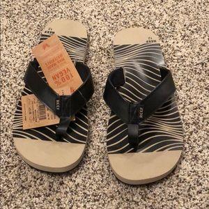 0a93d367882d Reef twinpin print flip flop size 12